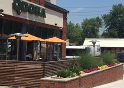 Tottenville Square: Qdoba Exterior Patio Eating Area
